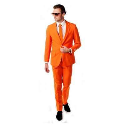 Luxe oranje feest outfit inclusief das
