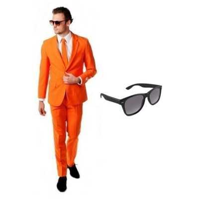Oranje heren feest outfit maat 52 (xl) gratis zonnebril
